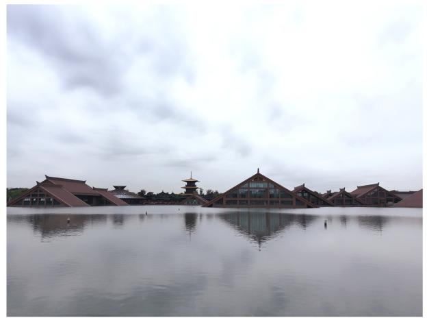 湖中建筑.png